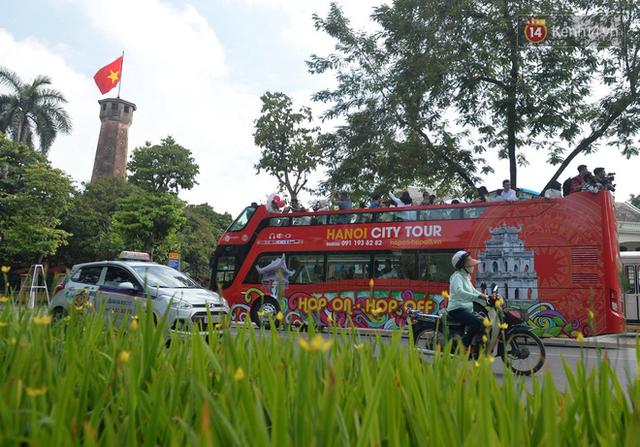 Chính thức khai trương tuyến xe buýt hai tầng mui trần đầu tiên ở Hà Nội: Giá vé 300k/4h - Ảnh 6.