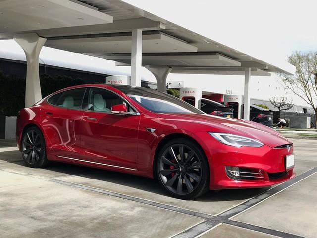 Bên trong trạm sạc điện cho xe ô tô Tesla hiện đại, nội thất chẳng kém gì khách sạn hạng sang, dự kiến bố trí thay các trạm xăng truyền thống - Ảnh 24.