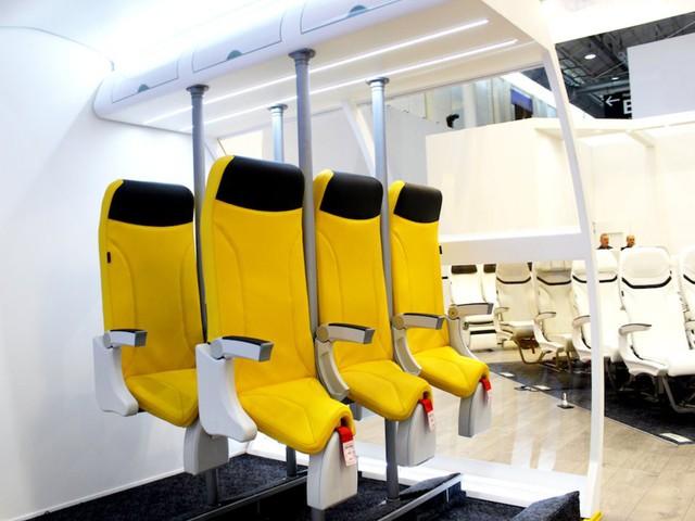 """Hành khách bay giá rẻ có thể phải """"bay đứng"""" với kiểu thiết kế ghế ngồi này - Ảnh 1."""