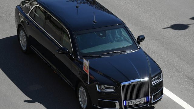 Chân dung chiếc limousine chống đạn đưa Tổng thống Putin đi nhậm chức - Ảnh 1.