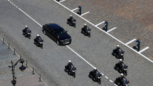 Chân dung chiếc limousine chống đạn đưa Tổng thống Putin đi nhậm chức - Ảnh 2.