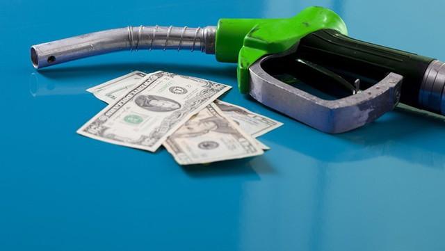 Lý do nước Mỹ suốt 25 năm giữ nguyên một mức thuế xăng dầu tính bằng xu/gallon khiến nhiều người bất ngờ - Ảnh 4.
