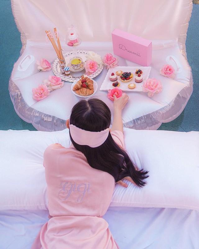 Theo chân Hội con nhà giàu Việt hưởng thụ kỳ nghỉ hè trên khắp thế giới - Ảnh 2.