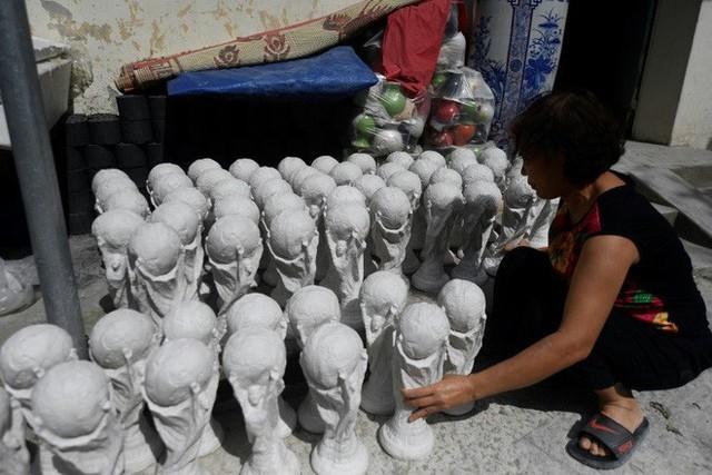 Báo nước ngoài đưa tin về những chiếc cúp vàng World Cup được chế tác tại Việt Nam - Ảnh 1.