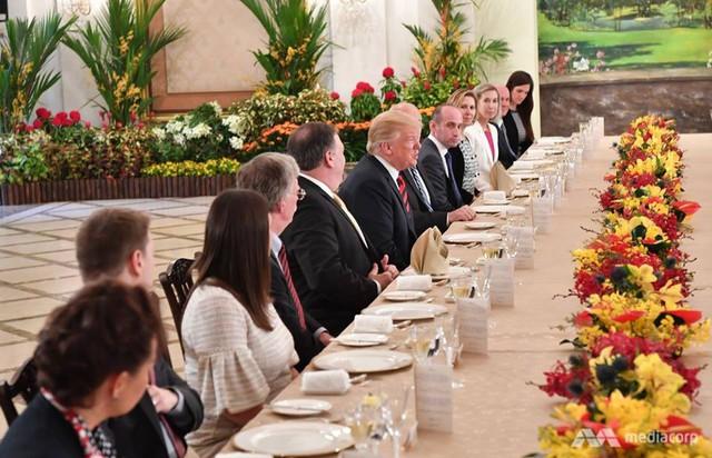 Ông Trump bất ngờ được Thủ tướng Lý Hiển Long tổ chức sinh nhật sớm tại Singapore - Ảnh 5.