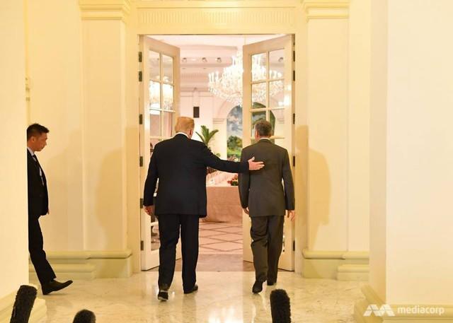Ông Trump bất ngờ được Thủ tướng Lý Hiển Long tổ chức sinh nhật sớm tại Singapore - Ảnh 7.