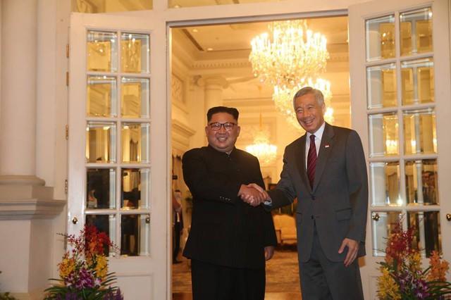 Ông Trump bất ngờ được Thủ tướng Lý Hiển Long tổ chức sinh nhật sớm tại Singapore - Ảnh 10.