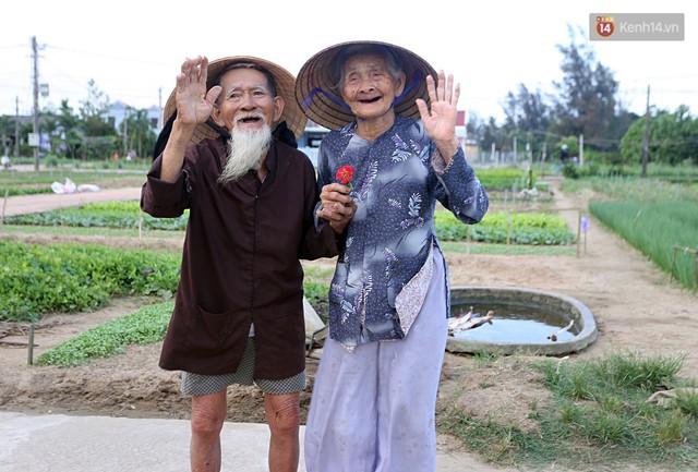 Nhiếp ảnh gia người Pháp chụp bộ ảnh đôi vợ chồng 94 tuổi và phía sau đó là một cổ tích tình già siêu dễ thương ở làng rau Trà Quế - Ảnh 16.