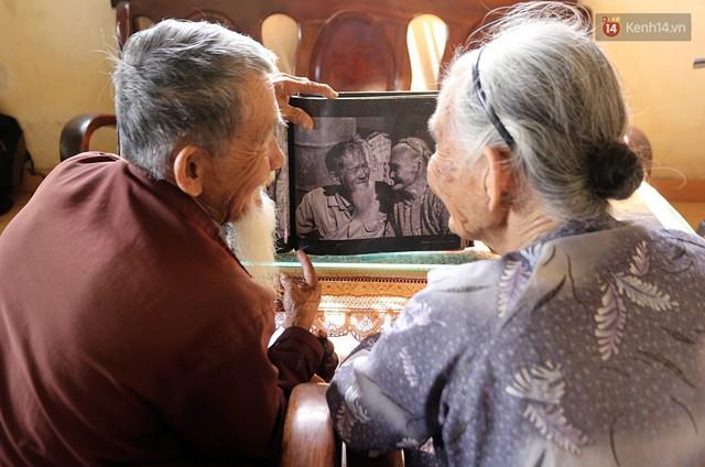Nhiếp ảnh gia người Pháp chụp bộ ảnh đôi vợ chồng 94 tuổi và phía sau đó là một cổ tích tình già siêu dễ thương ở làng rau Trà Quế - Ảnh 3.