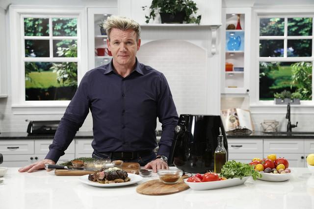Làm thế nào mà một người yêu đồ ăn như đầu bếp Gordon Ramsay lại có thể giảm được hơn 22kg? - Ảnh 1.