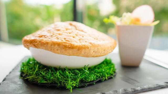 Những món ăn độc đáo dành riêng cho vòng chung kết World Cup 2018 - Ảnh 1.