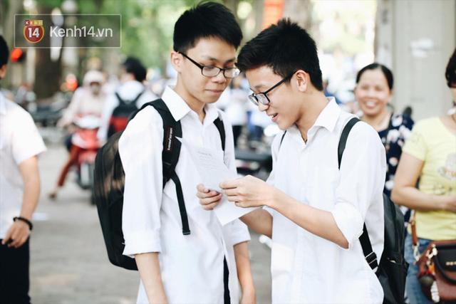 TP HCM chính thức công bố điểm thi tuyển sinh vào lớp 10: 50% bài thi môn Toán và Tiếng Anh dưới 5 điểm - Ảnh 1.