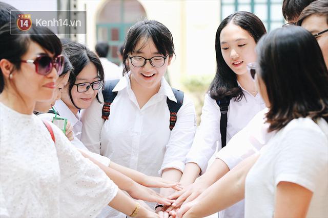 TP HCM chính thức công bố điểm thi tuyển sinh vào lớp 10: 50% bài thi môn Toán và Tiếng Anh dưới 5 điểm - Ảnh 2.
