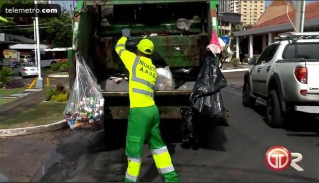 Vị trọng tài World Cup có nghề chính là công nhân thu gom rác - Ảnh 1.