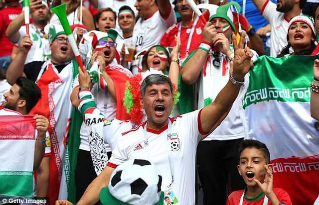 Iran vượt nghịch cảnh bị Mỹ cấm vận...giày ở World Cup ra sao? - Ảnh 1.