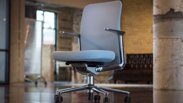 Xem việc ngồi quá nhiều là bệnh ung thư mới - toàn bộ nhân viên Apple Park được trang bị bàn đứng - Ảnh 4.