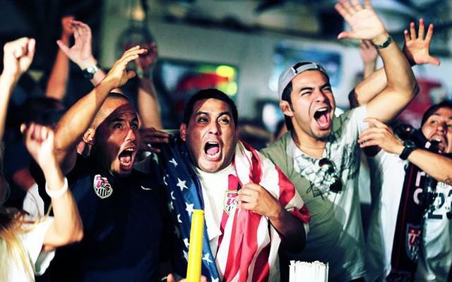 Làm sao giữ sức khỏe khi thức đêm xem World Cup dài ngày? - Ảnh 1.