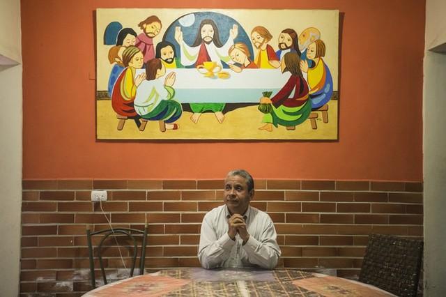 Tốn cả tháng lương chẳng mua được 1 bịch trứng tại Venezuela - Ảnh 1.