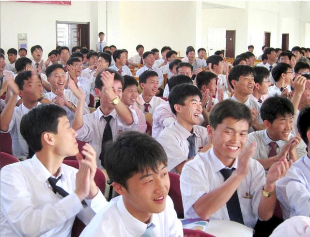 Những bất ngờ thú vị về trường đại học tư nhân duy nhất tại Triều Tiên: Giảng dạy hoàn toàn bằng tiếng Anh bởi đội ngũ các giáo sư đến từ châu Âu, Canada - Ảnh 3.