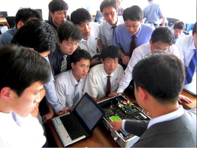 Những bất ngờ thú vị về trường đại học tư nhân duy nhất tại Triều Tiên: Giảng dạy hoàn toàn bằng tiếng Anh bởi đội ngũ các giáo sư đến từ châu Âu, Canada - Ảnh 2.