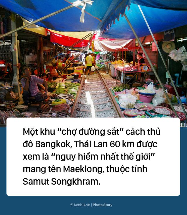 Ở Thái Lan có 1 khu chợ nằm chình ình ngay trên đường ray tàu hỏa - Ảnh 1.