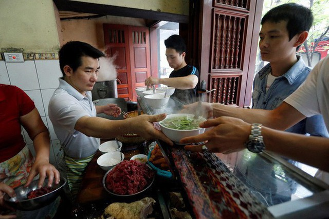 Quán phở gia truyền 100 năm của Hà Nội bất ngờ được quảng bá trên kênh du lịch EBS nổi tiếng của Hàn Quốc - Ảnh 3.