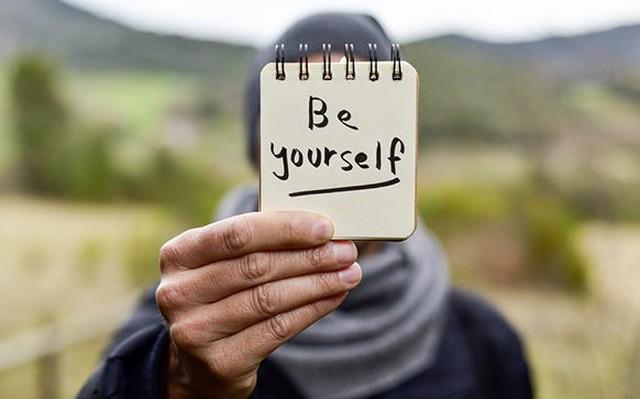 Nhiều người mải mê đuổi theo người khác mà quên mất điều quan trọng để thành công trong sự nghiệp: Hãy là chính mình