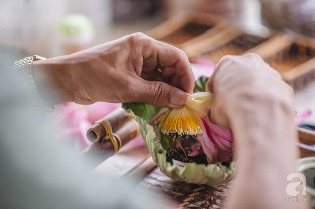 Trà dệt hương sen - thứ trà ủ cả ngàn bông sen Hồ Tây đầy tinh tế của Hà Nội - Ảnh 17.