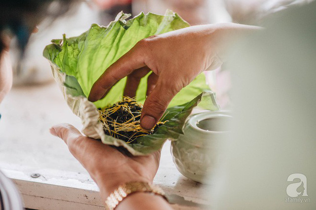 Trà dệt hương sen - thứ trà ủ cả ngàn bông sen Hồ Tây đầy tinh tế của Hà Nội - Ảnh 18.