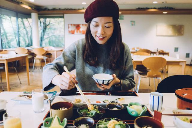 Học người Nhật cách giảm cân an toàn chỉ bằng việc thay đổi thói quen ăn uống trong ngày - Ảnh 3.