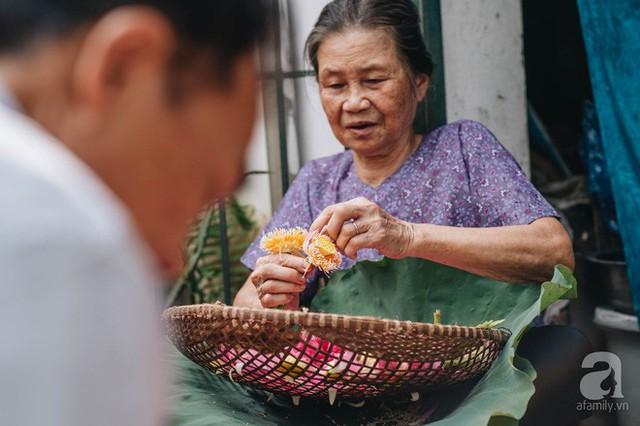 Trà dệt hương sen - thứ trà ủ cả ngàn bông sen Hồ Tây đầy tinh tế của Hà Nội - Ảnh 3.