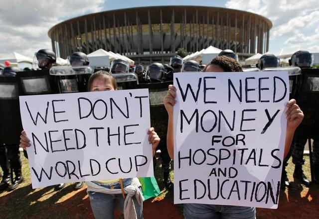 """đầu tư giá trị - photo 1 15298955101911554394536 - [Case Study] World Cup – Sự kiện """"lỗ"""" nhất thế giới? Chi phí cao, rủi ro nhiều, chỉ có FIFA là """"hốt bạc"""""""
