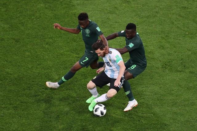 """đầu tư giá trị - photo 1 1530070104065871363075 - Không phải bàn thắng, đây mới là hình ảnh """"điên rồ"""" nhất của Messi trước Nigeria"""
