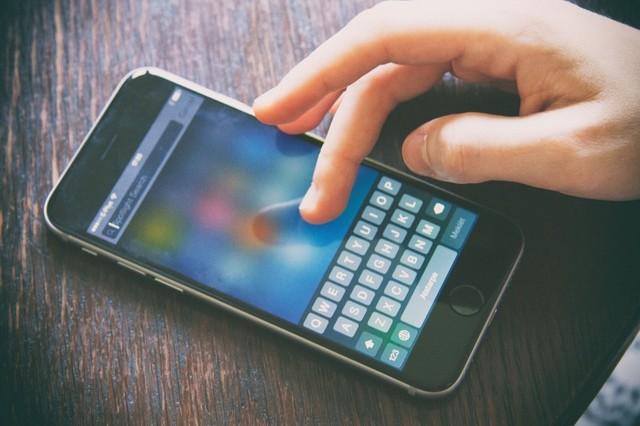 Thói đam mê lạ đời đáng chỉ trích của giới trẻ: Nghiện điện thoại, thức đêm, trì hoãn đang phá hủy một thế hệ! - Ảnh 1.