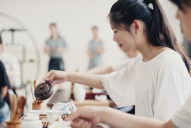 Trung Quốc mở khóa học dạy các cô gái làm thế nào để trở thành người phụ nữ hoàn hảo - Ảnh 1.