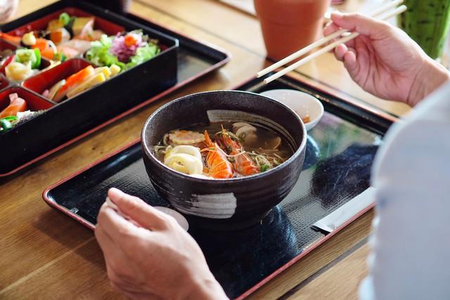 Mô hình F&B kiểu Nhật này có thể níu chân khách mua cả ngày: Nhâm nhi Cafe sáng, thưởng thức bữa trưa, phỏng vấn tuyển dụng, thậm chí họp team ở quán - Ảnh 1.
