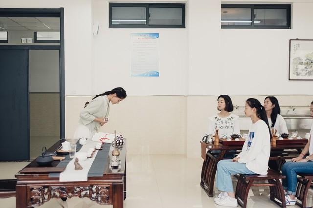 Trung Quốc mở khóa học dạy các cô gái làm thế nào để trở thành người phụ nữ hoàn hảo - Ảnh 4.