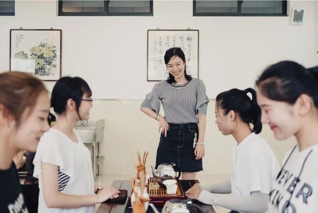 Trung Quốc mở khóa học dạy các cô gái làm thế nào để trở thành người phụ nữ hoàn hảo - Ảnh 6.