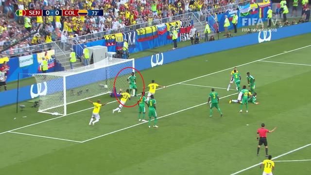 World Cup 2018: Cầu thủ gây bão với dáng đứng không màng thế sự, mặc kệ đội bạn ghi bàn - Ảnh 3.