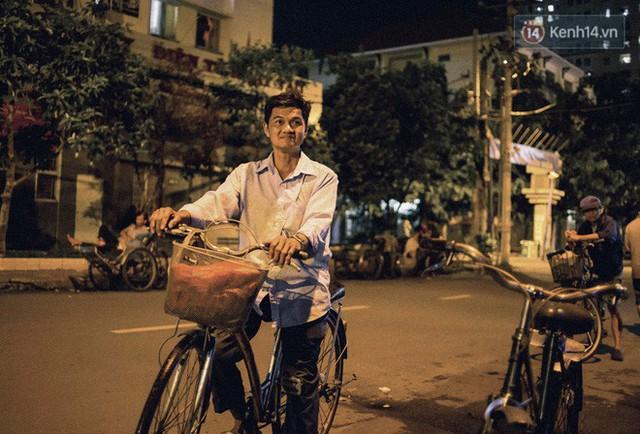 đầu tư giá trị - photo 2 15302353286572097529913 - World Cup ở Sài Gòn dễ thương như cách chú Ba đem ti vi ra vỉa hè cho người lao động cùng xem