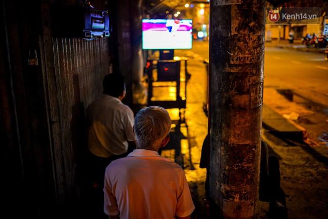 đầu tư giá trị - photo 3 1530235328659712581483 - World Cup ở Sài Gòn dễ thương như cách chú Ba đem ti vi ra vỉa hè cho người lao động cùng xem