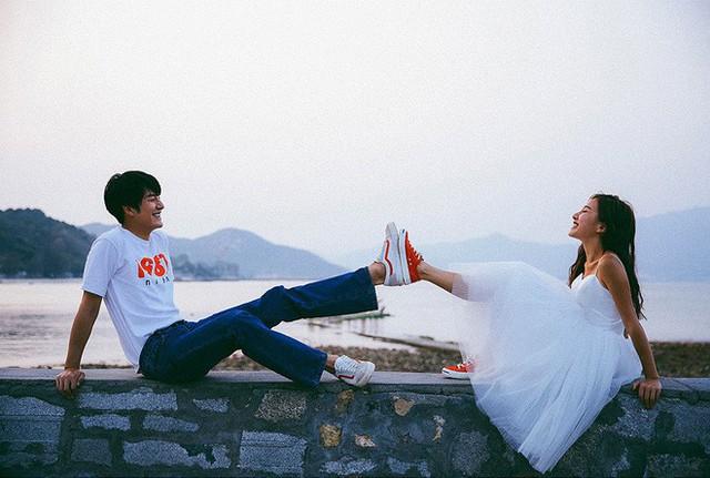 Không cần phải deep đâu, ảnh cưới cứ cười thả ga thế này trông mới dễ thương! - Ảnh 5.