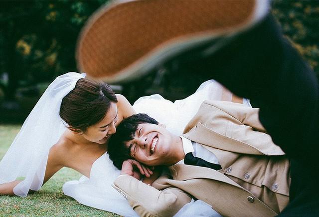 Không cần phải deep đâu, ảnh cưới cứ cười thả ga thế này trông mới dễ thương! - Ảnh 7.