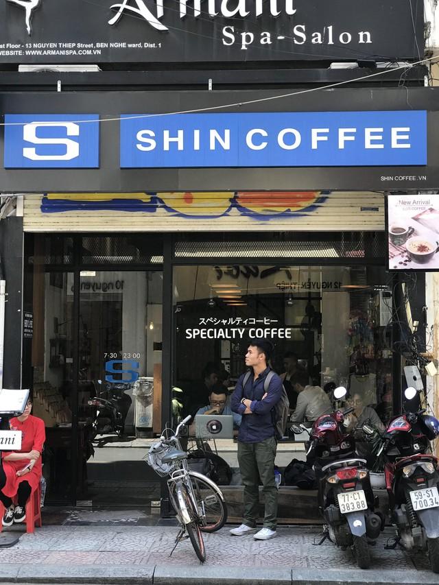 Khởi nghiệp thua lỗ phải sang Nhật kiếm tiền trả nợ, chàng trai này giờ là ông chủ của chuỗi cà phê Specialty, giá 100.000 đồng/ly mà khách nườm nượp, còn hỗ trợ The Coffee House mở quán - Ảnh 3.