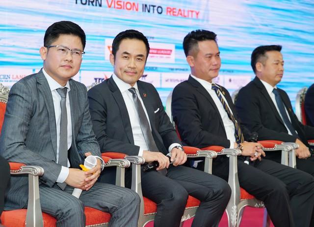 """Giám đốc quỹ đầu tư Cyber Việt Nam - Thái Lan cùng 3 """"shark cũ"""" làm cá mập chính trong Shark Tank mùa 2 - Ảnh 1."""