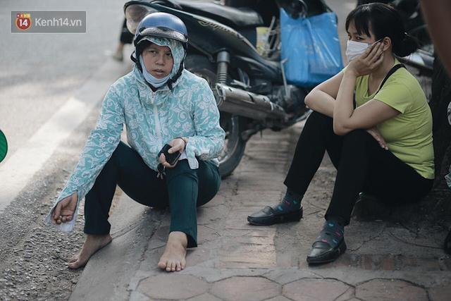 Ngày đầu tiên tuyển sinh lớp 10 tại Hà Nội: Học sinh và phụ huynh căng thẳng vì kỳ thi được đánh giá khó hơn cả thi đại học - Ảnh 12.