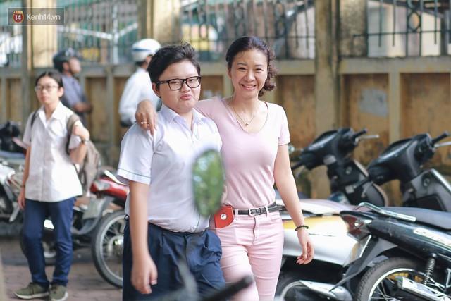 Ngày đầu tiên tuyển sinh lớp 10 tại Hà Nội: Học sinh và phụ huynh căng thẳng vì kỳ thi được đánh giá khó hơn cả thi đại học - Ảnh 3.