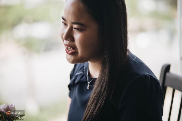 Nữ MC khiếm thị đầu tiên dẫn bản tin trực tiếp: Chẳng có ước mơ nào là không thực hiện được, quan trọng phải luôn tin tưởng vào bản thân - Ảnh 4.
