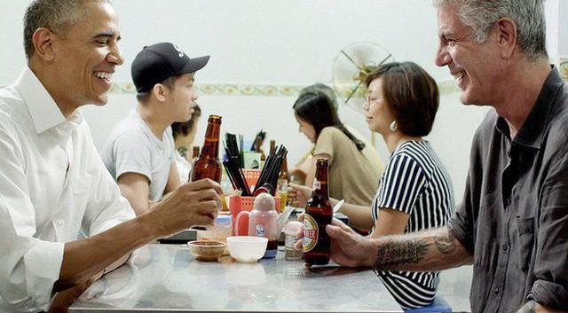 Đầu bếp nổi tiếng Anthony Bourdain - người ăn bún chả cùng ông Obama ở Việt Nam qua đời ở tuổi 61 - Ảnh 2.