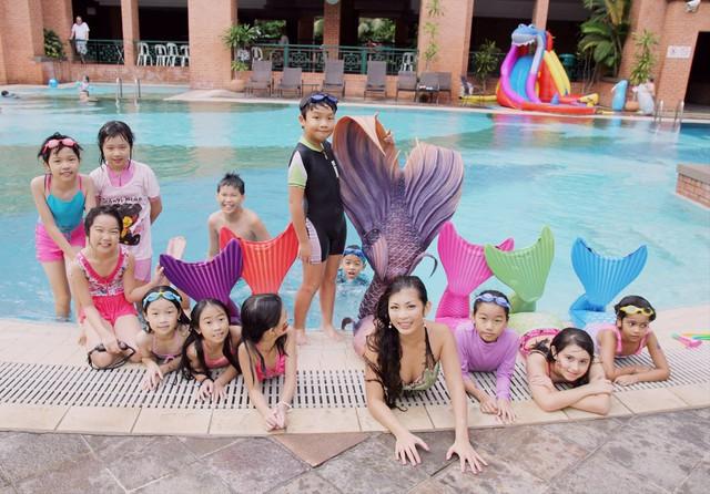 Bên trong lớp học làm tiên cá ở Singapore và lý do khiến mọi người đua nhau vào học - Ảnh 11.